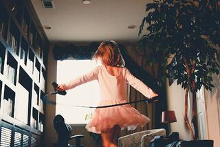 girl_playing.jpg